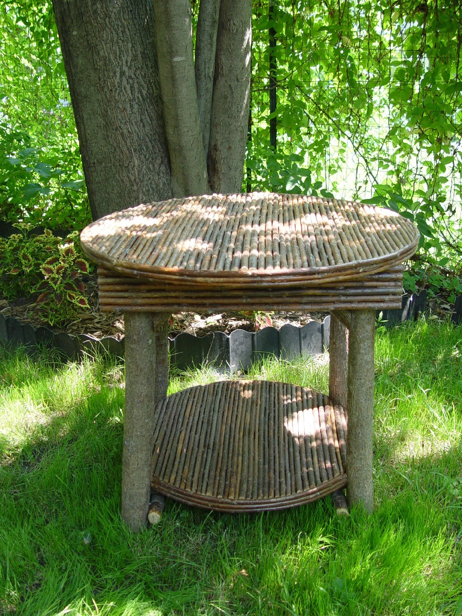 """Item# 305 - Round Table 24""""- with inlay shelve"""